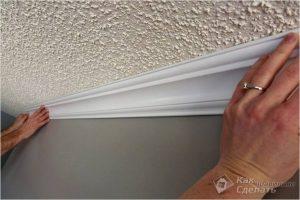 Как клеить потолочный плинтус — клеим галтели +фото