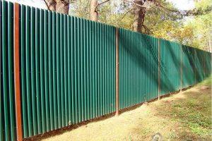Как правильно сделать забор из профлиста (профилированный лист)