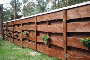 Как сделать забор из необрезной доски — дощатый забор