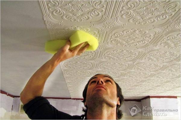 Как клеить обои на потолок — инструкция по оклейке потолка обоями